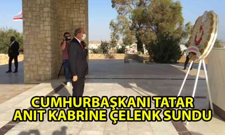 ozgur_gazete_kibris_Cumhurbaskani_Tatar_DR_Fazil_Kucuk_anitina_celenk_sundu