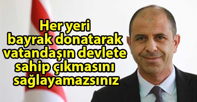 ozgur_gazete_kibris_Ozersay_Bayrak_onemli_bir_semboldur_onemserim_ama
