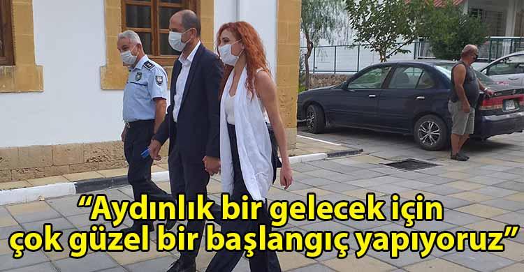 ozgur_gazete_kibris_Ozersay_da_esi_ile_birlikte_oyunu_kullandi
