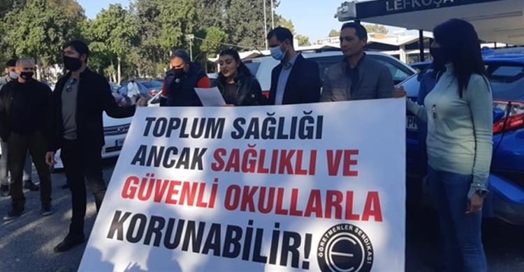 ozgur_gazete_kibris_KTOEOS_okullarda_gorulen_pozitif_vakalarla_ilgili_aciklama_yapti