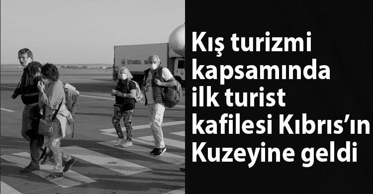 ozgur_gazete_kibris_ilk_turist_kafilesi_geldi